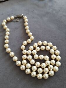 VINTAGE  PEARL NECKLACE....STAMPED S.SILVER CLASP.. QUALITY..HAND KNOTTED