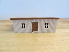 1/64 Ertl Farm Country tan animal shed