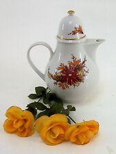 Henneberger Teekanne  1777 mit  Blumendecor aus Porzellan in weiß