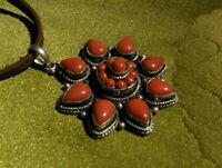 Sehr schönes AMULETT aus Tibet KORALLE+Silber, Lotus Flower