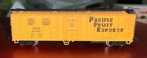 N Scale Bachmann PFE Pacific Fruit Express Reefer 451041