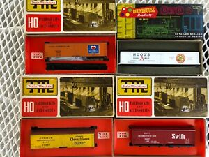 Lot of (4) HO Scale Reefer Cars. Roundhouse & Train-Miniature