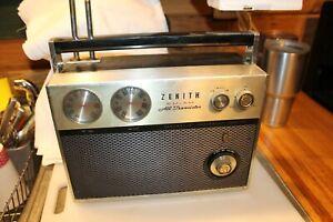 Vintage Zenith  All Transistor Royal 2000 AM/FM Radio