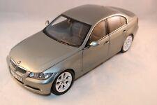 Kyosho Bmw 3 series metallic green dealer edition very near mint condition 1:18