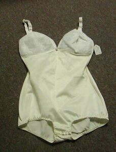 Vintage Playtex Free Spirit Moderate Control Wire Free Body Briefer White 34C