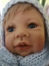 Adorable grand poupée de 65 cm.
