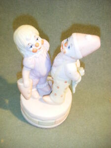 "VINTAGE  BOY & GIRL CLOWN MUSIC Box PORCELAIN""  musical ROTATING"