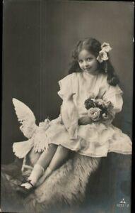 AK Kinder, Foto,  Mädchen weiße Tauben, Kleinformat