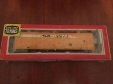 LIFE LIKE Ho Scale TRAIN THRALL DOOR DEMONSTRATOR YELLOW BOX CAR - In Box