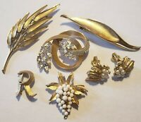 Vintage All Signed Crown Trifari Brooch Fur Clip Lot Rhinestone Faux Pearl