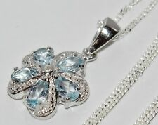 Plata Esterlina (925) Aqua Azul Topacio Y Diamante Colgante Collar y cadena de cluster