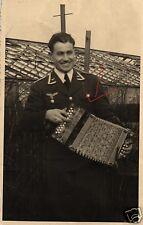 19410/ Originalfoto 9x13cm, Uffz. Luftwaffe mit Schifferklavier