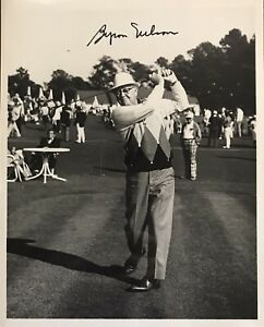BYRON NELSON Signed 8x10 Photo..GOLF LEGEND and HOFer (d.2006)