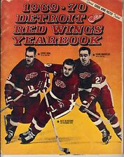 1969-70 Detroit Red Wings Yearbook signed Gordie Howe Mahovlich (cover) Brewer!