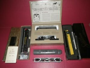 4 HO locomotives for 1 price, Proto 2000 FA-2,Athearn PA-1,MRC Dash-9,& Sp Dash8