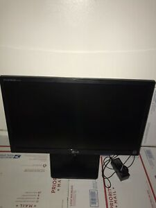 "LG Flatron E2242T 22"" Flat Panel Widescreen LED LCD Monitor With Power Cable"