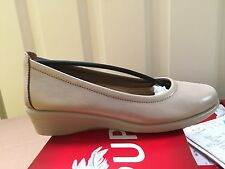 Ladies Champagne Leather Shoes Size 4