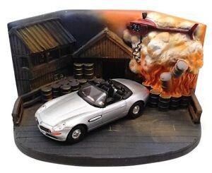 Corgi 1/36 Scale CC99105 - BMW Z8 Diorama - Bond 007 The World Is Not Enough
