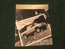 MINT 2000 Chevrolet S-10 Pickup Sales Brochure  w/Color Chart ~  #861