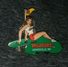 HOOTERS RESTAURANT SEXY BROWN HAIR GOLF GIRL JANESVILLE WI COLLECTIBLE PIN RARE