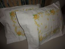 VINTAGE WOOLCO YELLOW & GREEN FLORAL VINES (PAIR) STANDARD PILLOWCASES 20 X 29