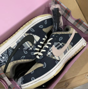 Travis Scott Dunks Low