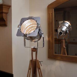 Retro Chic classic theatre/stage light + tripod, stylish floor lamp, short model