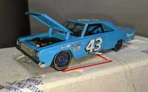 Richard Petty #43 Plymouth 1967GTX Belvedere Franklin Mint 1/24th BOX & PAPERS