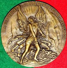 Nude / Free/ Fight For Democracy Bronze Medal By Berardo / 3.9´´. M23a