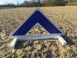 Blue Triangle Show jump Filler-For Showjumping