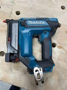 Makita XTP02 18V 23GA Pin nailer