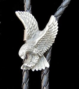 ATTACKING EAGLE BOLO TIE VINTAGE 1980'S PEWTER WESTERN TIE