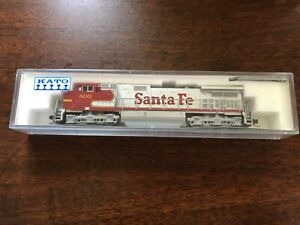Kato N scale Santa Fe/ATSF Red and Silver Warbonnet GE C44-9W