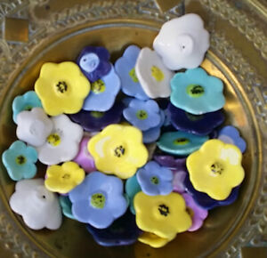 Blumen - Blüten Keramik 48 Stück in Handarbeit geformt