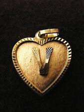Colgante Corazón Medallón en PLATA Chapado Letra V 2 cm