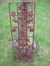 ancienne décoration de porte en fonte , grille déco fleurs..anti-vol