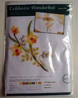 Komplette Stickpackung Läufer weiß 40 x 100 cm Spannstich Blumen