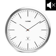 ~ONETIME Weiße Aluminium Funkwanduhr mit lautlosem Uhrwerk - Striche Ø 30,5 cm~