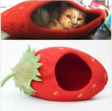 Wool Cat Cave in Strawberry design
