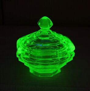 LOVELY VINTAGE URANIUM / VASELINE GLASS TRINKET POT WITH GREEN UV FLUORESCENCE