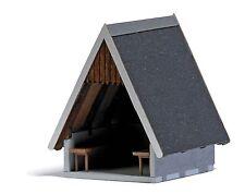 Busch 1560 HO: Houten beschutte hut