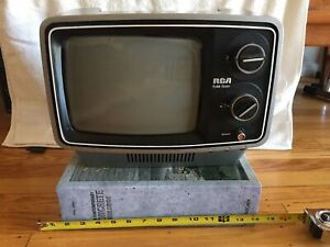 Space Age vintage rca portable tv Model 095S