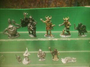 10 Dungeons & Dragons minitures Grenadier, Ral Partha, Heritage and more.