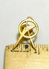 GEOMETRY COMPASS DRAWING CIRCLE TOOL GOLDTONE  LAPEL PIN H29