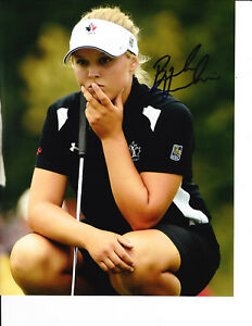 LPGA SUPERSTAR BROOKE HENDERSON SIGNED LINING UP PUTT 8X10