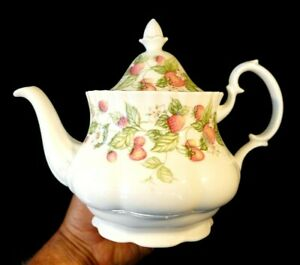 Beautiful Royal Albert Lyndale Large Teapot