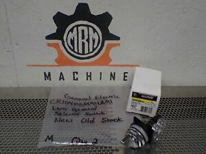 General Electric CR104PSM94A91 Lever Operated Selector Switch 3POS Spring Return
