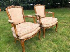 Paire de fauteuils cabriolet en hêtre naturel style Louis XV. XIXe s.
