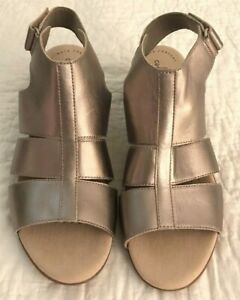 Clarks Size 10M Wedge Sandals Gold Metallic Finish Comfort Collection No Box EUC