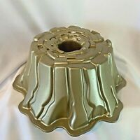 Williams-Sonoma Nordic Ware Stump De Noel Christmas Holiday Gold Bundt Pan